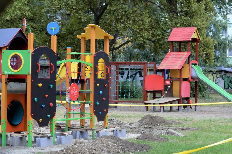 A Sarkanytú utcán hamarosan elkészül a felújított játszótér