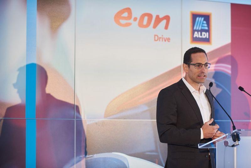 ALDI-Eon töltőpont átadó