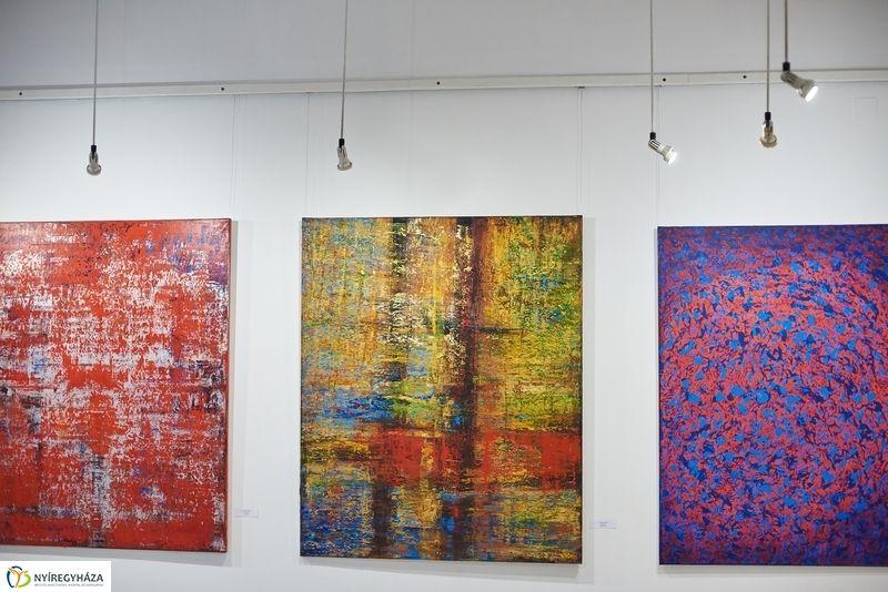Arannyal és Fénnyel festménykiállítás
