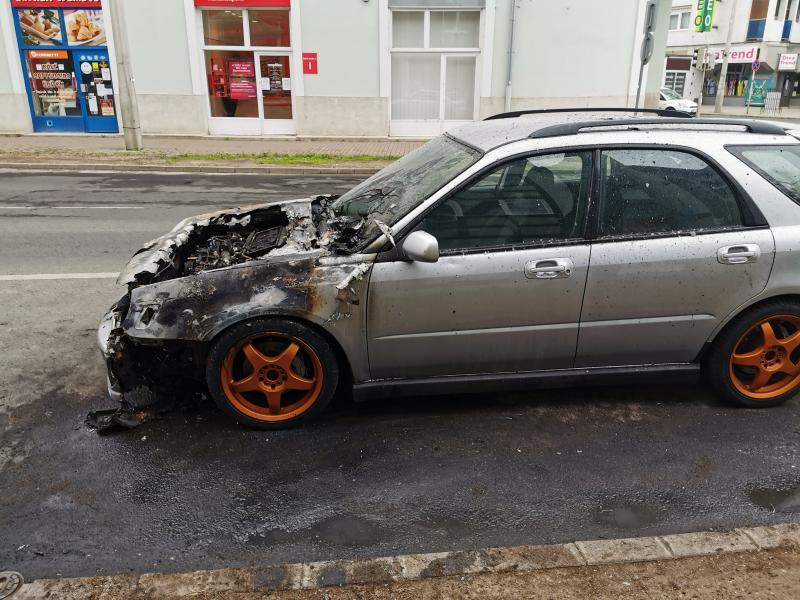Autó égett a Szent István utcán