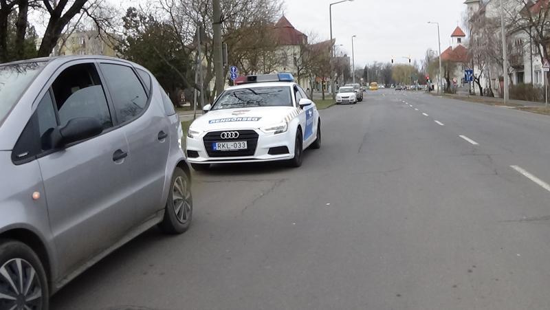 Autóbusszal ütközött egy jármű a Széchenyi utcán