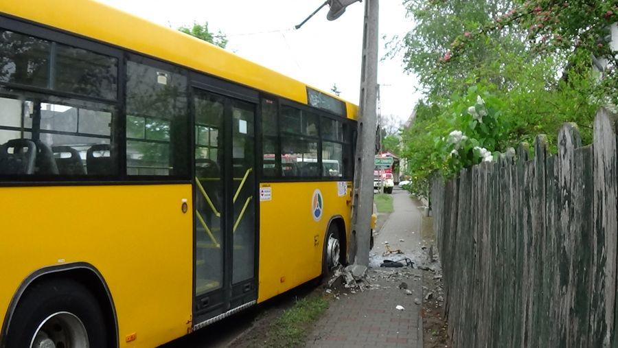 Autóbusz balesetezett Nagykállóban