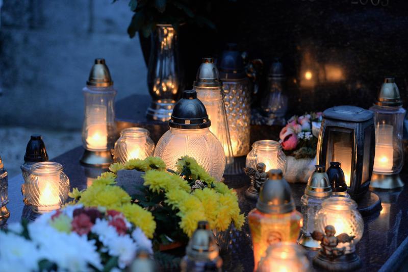 Az emlékezés fényei Mindenszentek napján