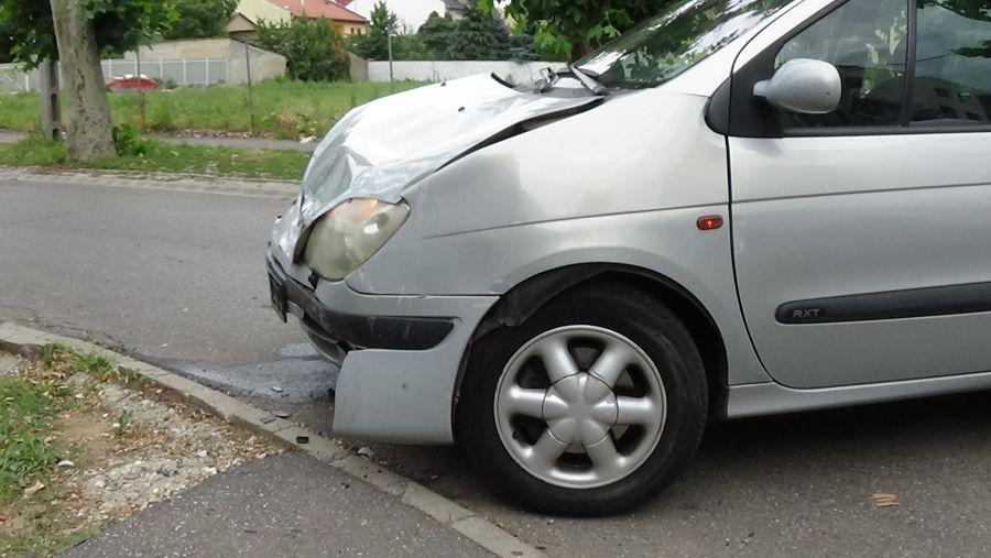 Baleset történt a Kiss Ernő és a Deák Ferenc utcai csomópontban