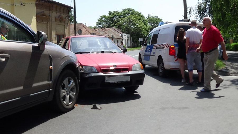 Baleset történt csütörtök délután a Kossuth és a Dob utca csomópontjánál