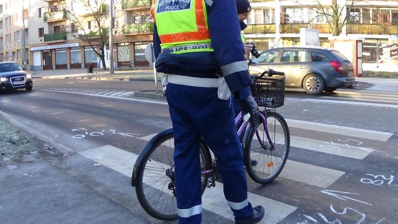 Biciklist gázoltak a a Szarvas és Kígyó utcai körforgalomnál