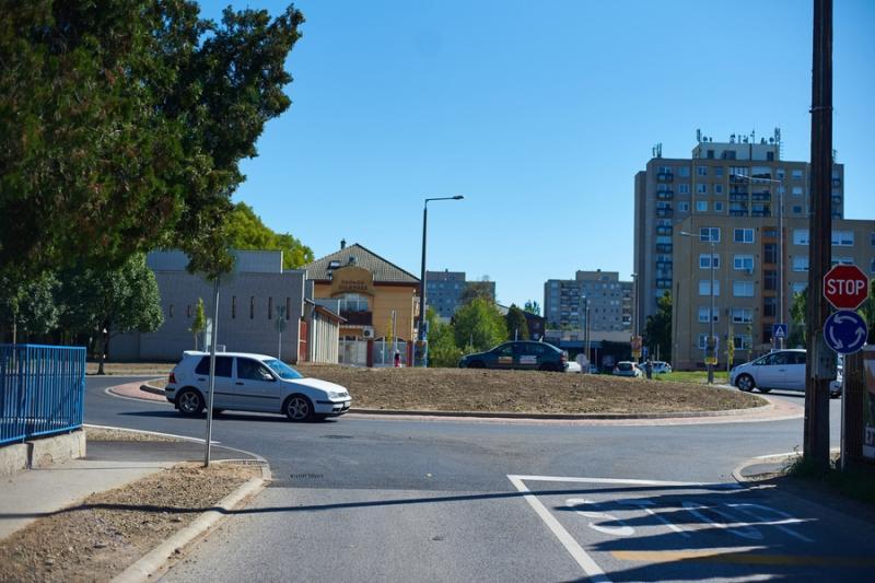 Család és Szalag utcai körforgalmak átadója