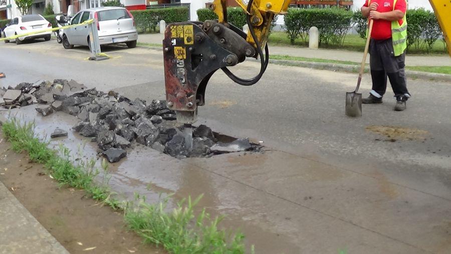 Csapadékvíz elvezető rendszert építenek a Jég utcán