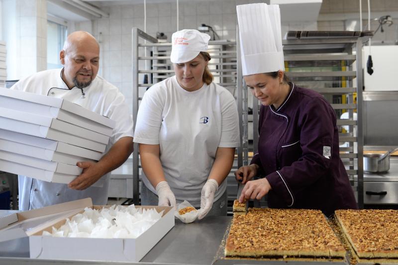 Csomagolják a város sütijét a Tirpák Fesztiválra