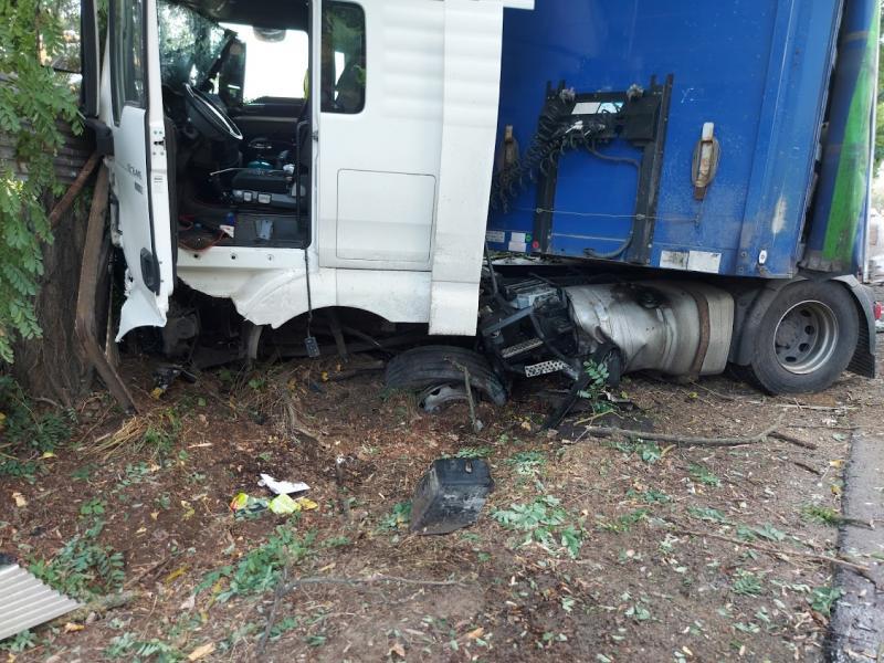Egy kamion és egy személyautó ütközött pénteken Nagykálló és Nyíregyháza között