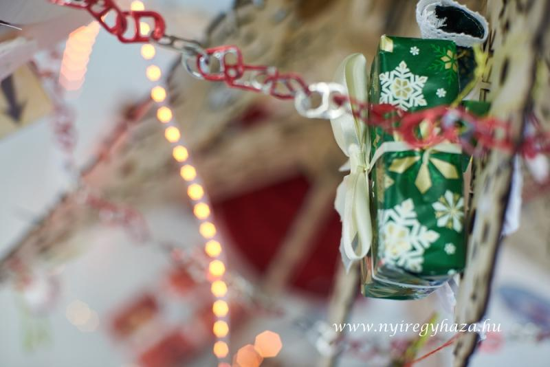 Egyedi karácsonyfa az NYSZC-ben