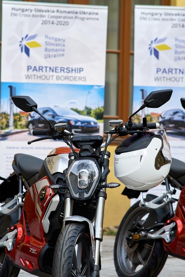 Elektromos motorkerékpárok a Városházán