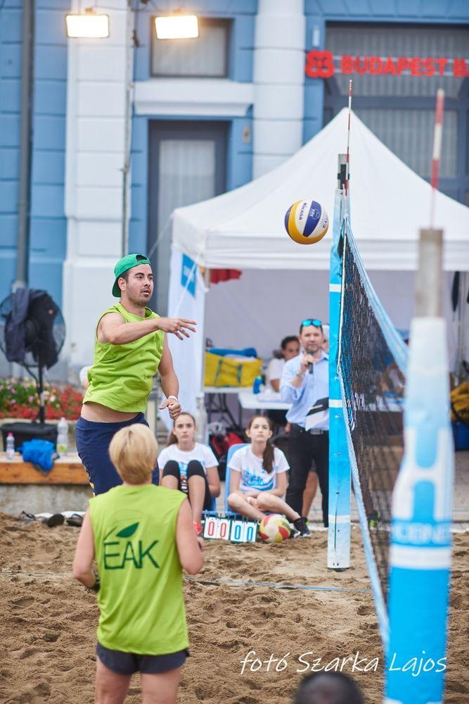 Elkezdődött a Hübner strand röpi