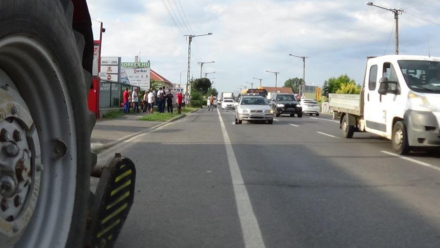 Elszabadult traktor-alkatrész szúrta ki egy jármű olajteknőjét a Debreceni úton