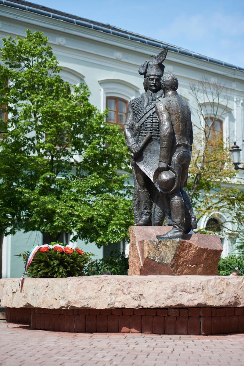 Emlékező koszorúzás a Városalapító atyák szobránál 2020