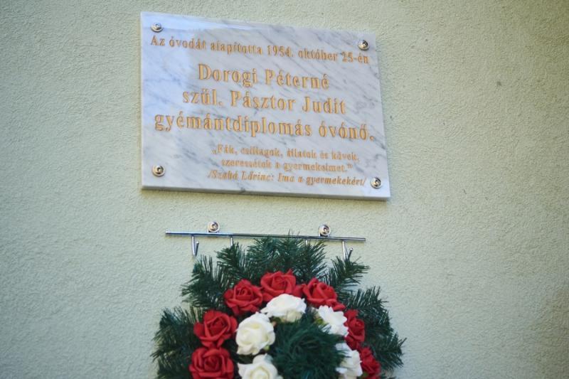 Emléktábla avatás a Posta utcai óvodában