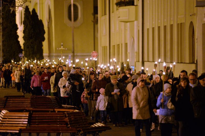 Fáklyás felvonulás Nyíregyháza belvárosában
