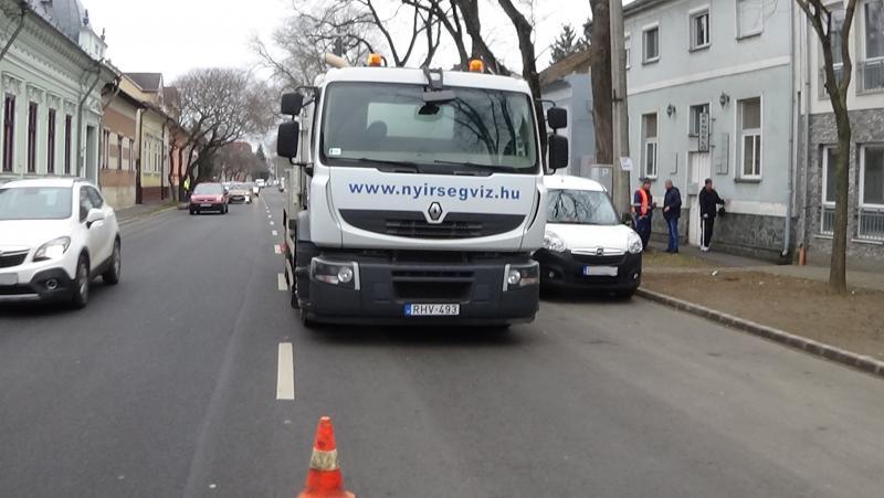 Folytatódott a csatornahálózat tisztítása a belvárosban