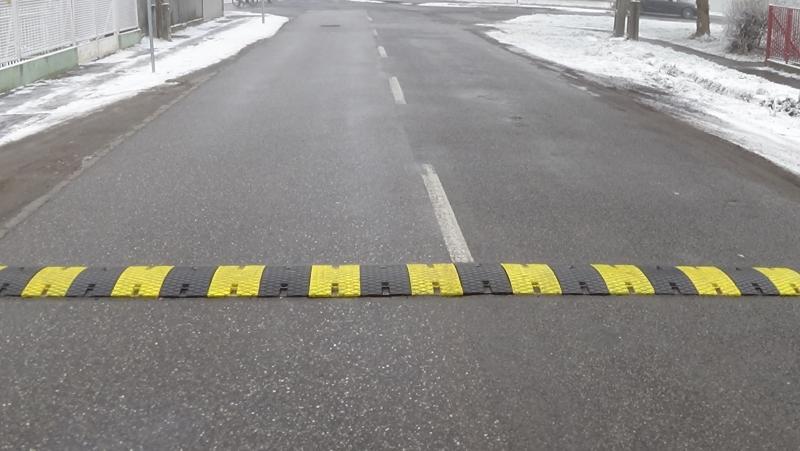 Forgalomlassító bordát helyeztek el a közelmúltban a Kinizsi utcán