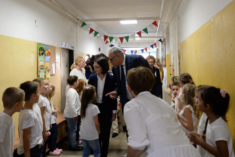 Francia nagykövet látogatása az Apáczai Csere János Iskolában