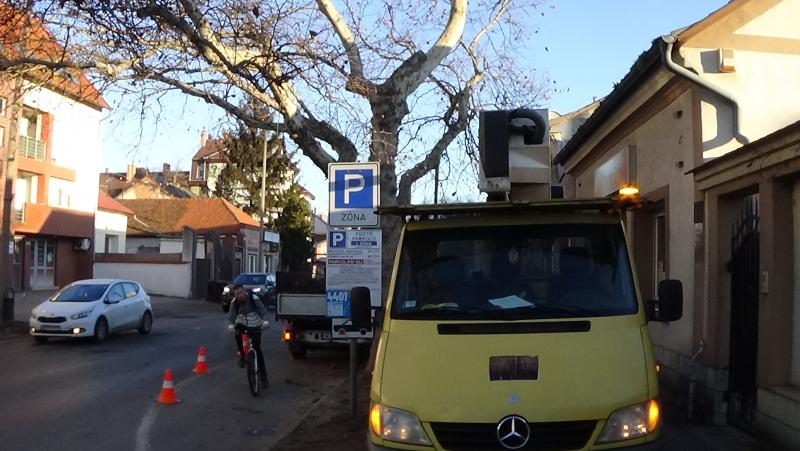 Gallyazási munkálatokat végeztek a NYÍRVV munkatársai a Kossuth utcán