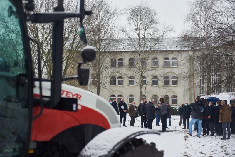 Gépjárművek átadása a Westsik iskolában
