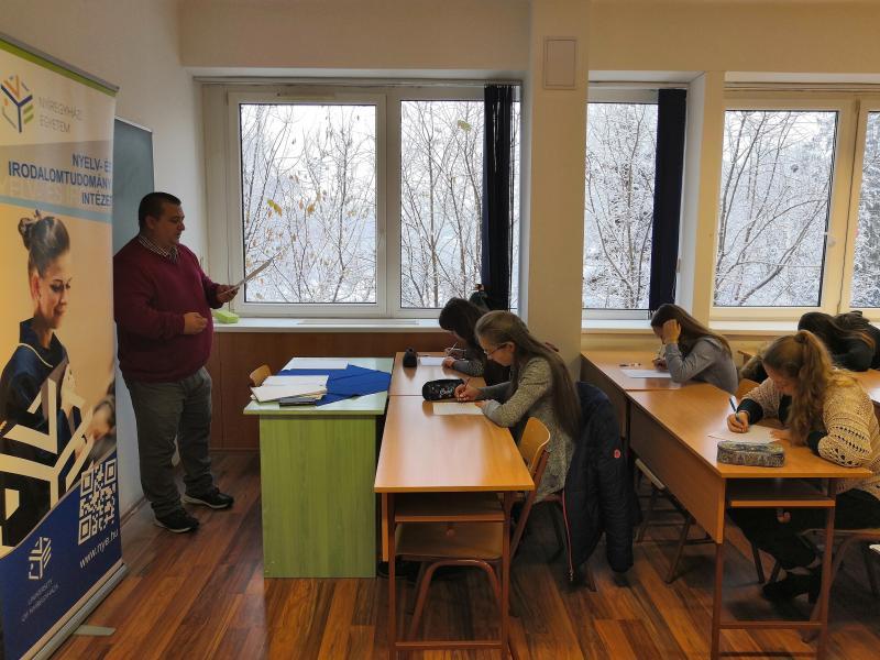 Helyesírásban versenyeztek a középiskolások az egyetemen