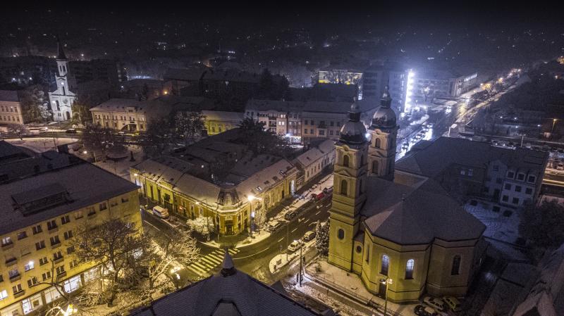 Hófedte belváros az éj leple alatt