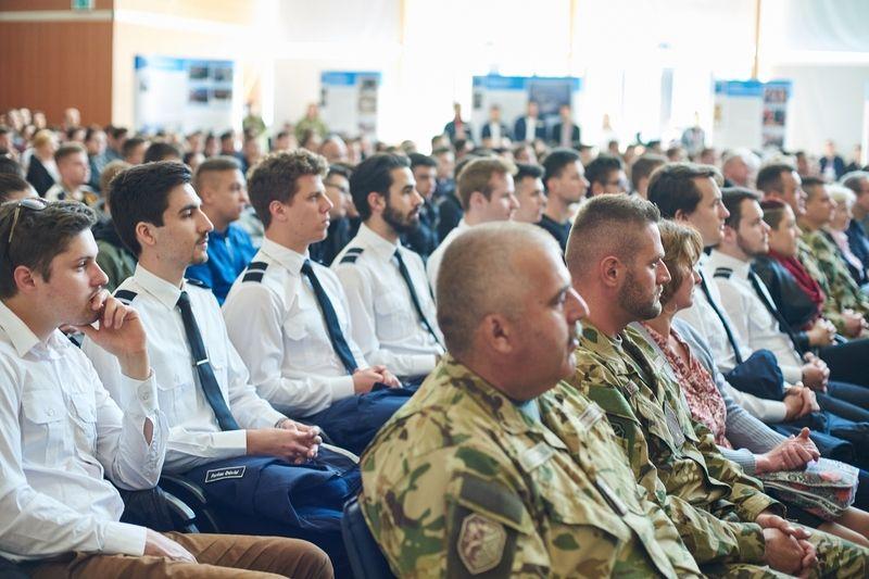 Honvédelmi előadás az egyetemen