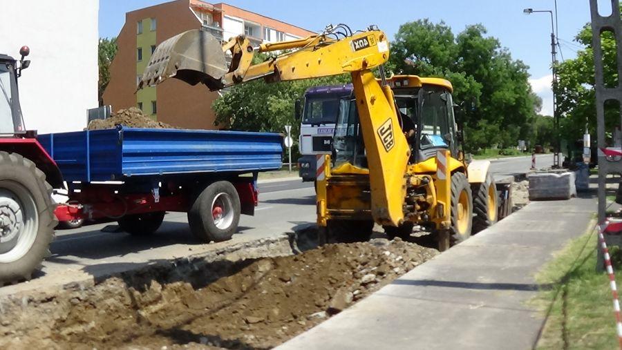 Ideiglenesen áthelyezték a buszmegállókat a Rákóczi úton