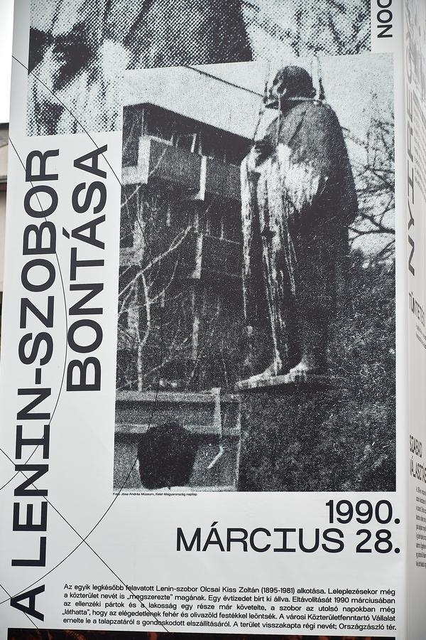 Installáció a Szabadság téren