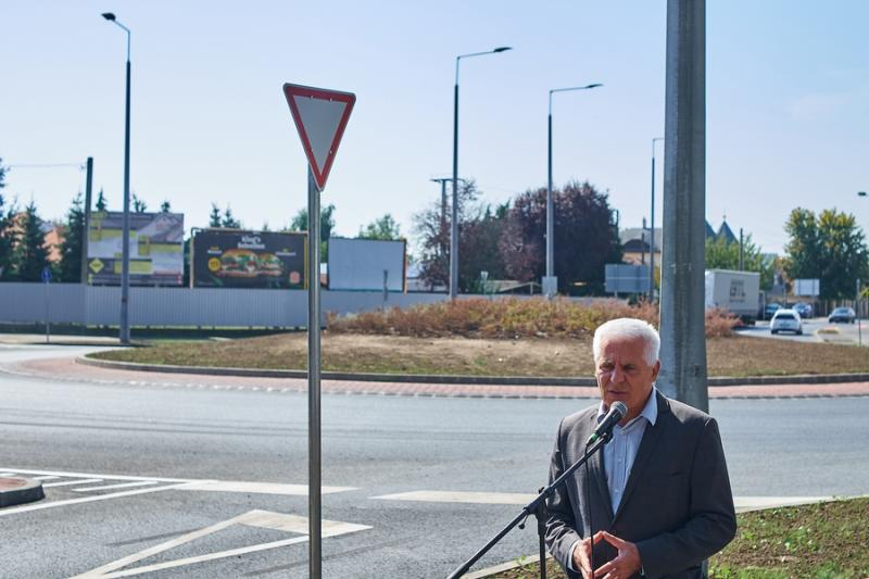 Kállói-Tünde utcai körforgalom átadó 20210913