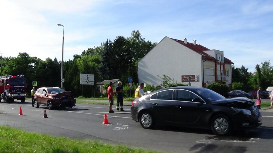 Karambol a Kosbor utcán