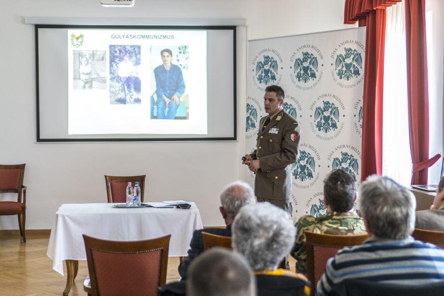Katonai előadás a Jósa András Múzeumban