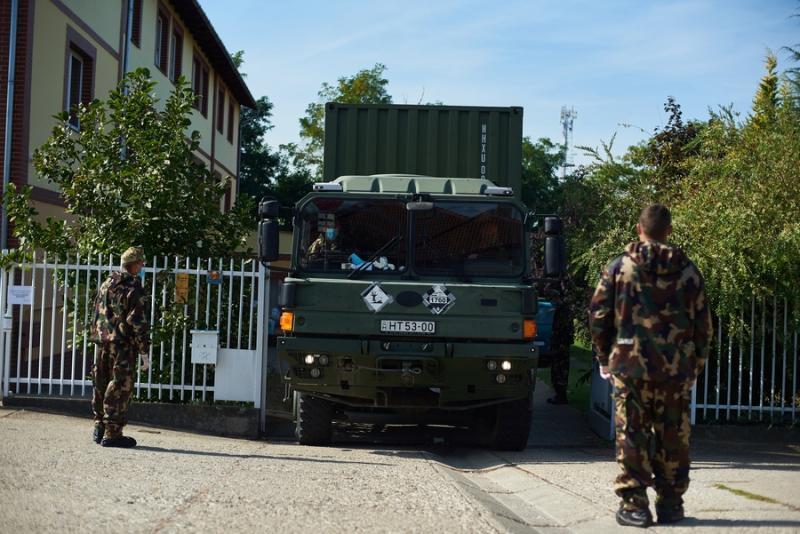 Katonai fertőtlenítés a Tündérkert idősotthonban