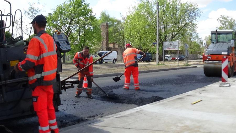 Kedden folytatódik a Tünde utca aszfaltozása