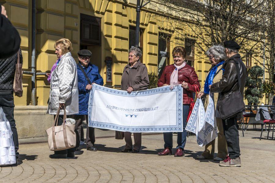 KÉK Séta a Kossuth téren