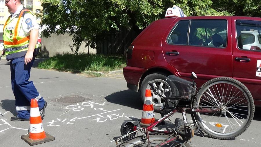 Kerékpáros hajtott szabályosan közlekedő járműnek