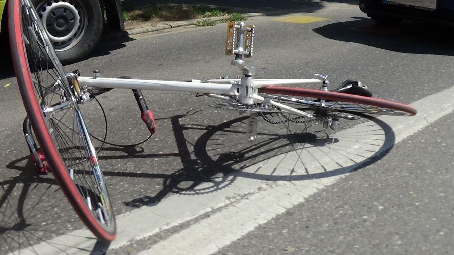 Kerékpárost gázoltak a Stadion utcán