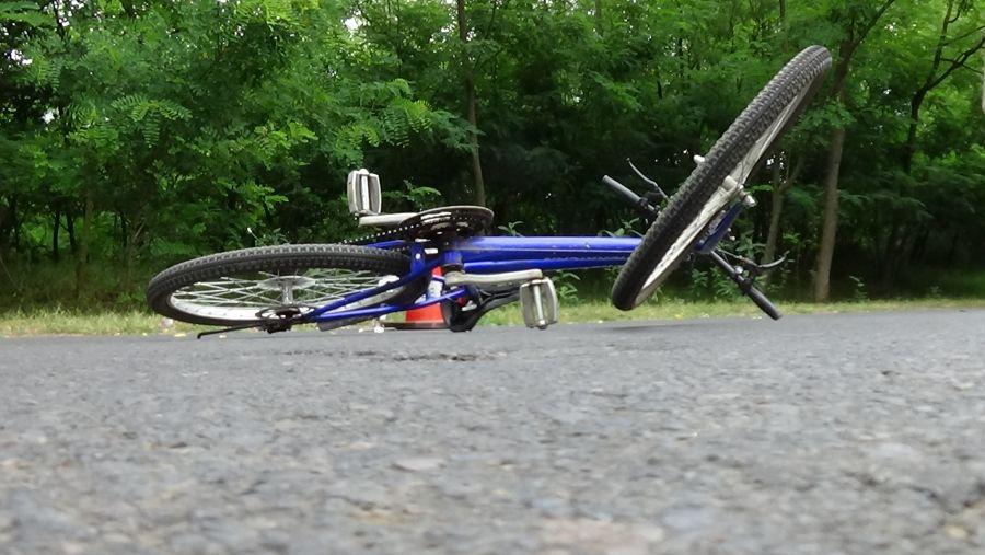 Kerékpárost gázoltak Levelek közelében
