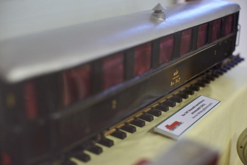 Keskeny nyomtáv, széles mosoly - emlékkiállítás a Kállay Gyűjteményben