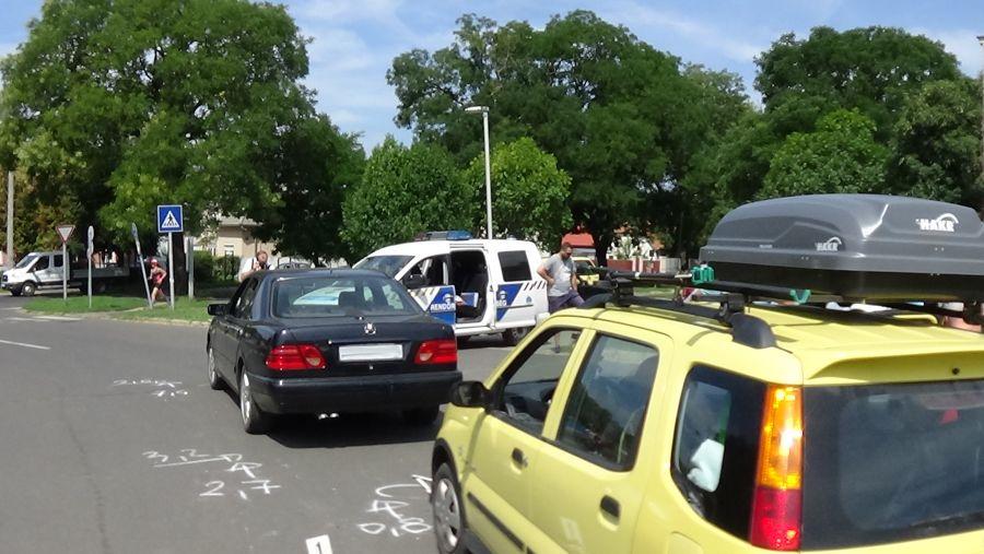 Két személygépkocsi ütközött a Fazekas János téren