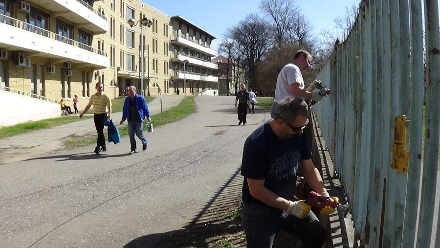 Kétszáz méteren újult meg a Jósa András Oktatókórház kerítése