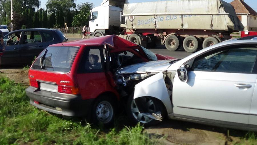 Ketten megsérültek a nyírtelki balesetben