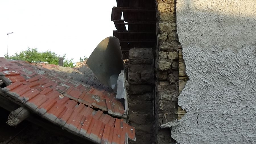 Kidőlt fal a Kapor utcában