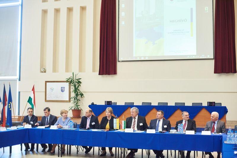 Konferencia Ukrajnáról az egyetemen