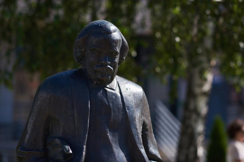 Koszorúzás Móricz Zsigmond szobránál 2020