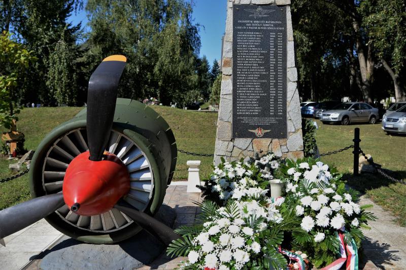 Koszorúzás Nyíregyháza bombázásának évfordulója alkalmából