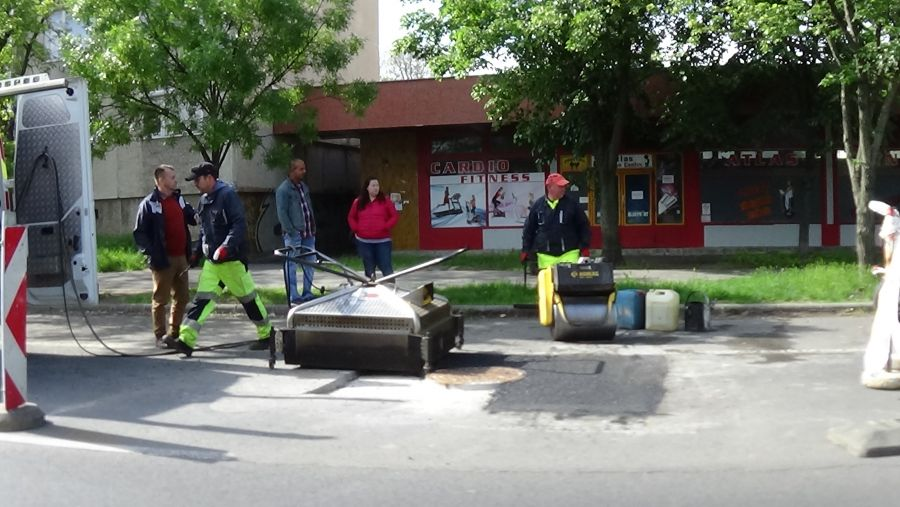Közműfedeleket helyeztek szintbe a Ferenc körúton