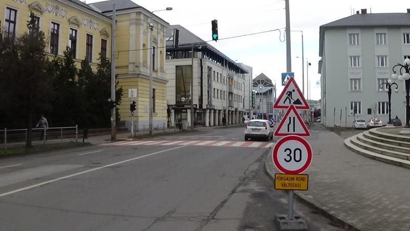Közműhelyreállítási munkálatok a Luther utcán